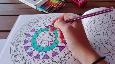 Los beneficios de pintar mandalas.