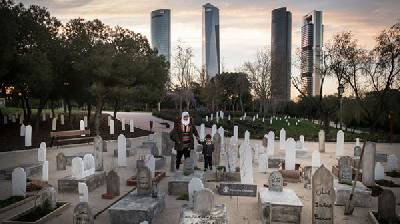 """Acorde con la vida: Complicidad Solidaria: """"Un cementerio infinito en Madrid"""""""