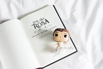 Reseña: Por una rosa de Laura Gallego, Javier Ruescas y Benito Taibo