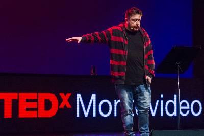 Charla TEDx de Hernán Cascari: Una fábula para entender una estafa