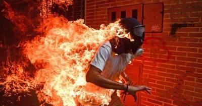 La foto del joven en llamas gana el WPP 2018
