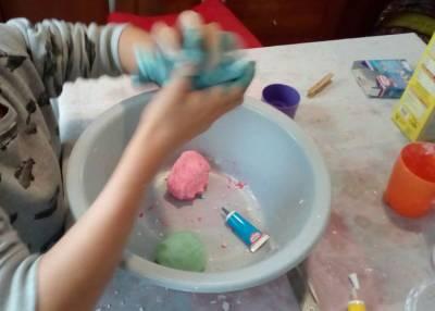 Cómo hacer plastilina casera fácilmente - El truco de mamá