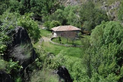 Descubre la magia de La Hiruela y disfruta de su área recreativa al lado del Molino. ¡Te fascinará! - Divertydoo