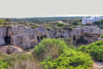 Necrópolis de Cala Morell, Menorca - Ciudad de los muertos -