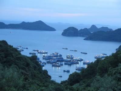 La Isla de Cat Ba en Halong Bay - El Mundo con Ella