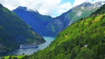 Escala en los puertos de Hellesylt-Geiranger (fiordos de Noruega)