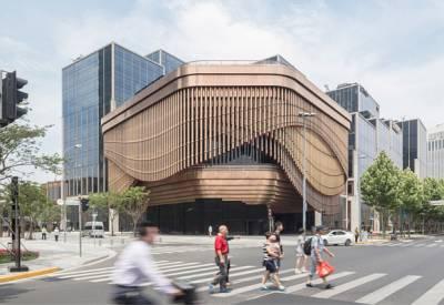 El edificio danzante de bambú metálico