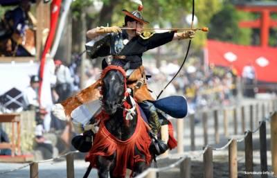 Yabusame, la antigua disciplina samurai del tiro con arco a caballo