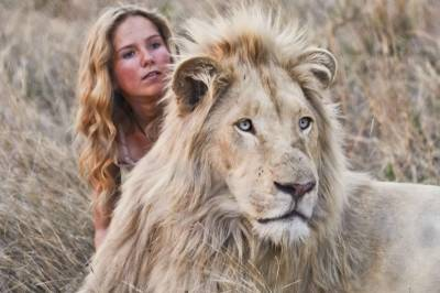 Mia y el león Blanco: de aventuras en la sabana africana