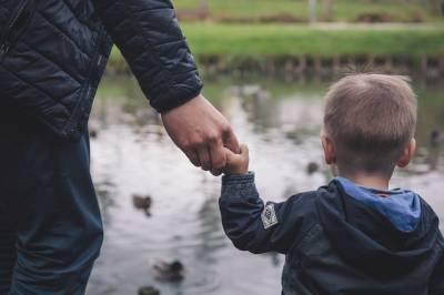 La UNED coordina un proyecto internacional para fomentar la implicación de los hombres en los cuidados de la familia