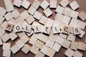 ¿Cómo entrar en política? ¿Qué trabajos hay que hacer? Te lo contamos todo desde dentro.