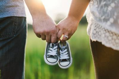 Los nacimientos bajan un 6,1% en 2018 y la edad de ser madre se retrasa a los 31 años