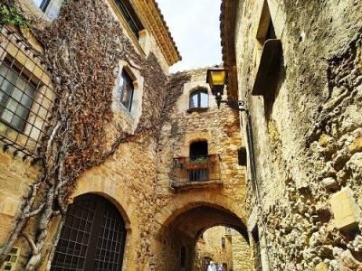 El pueblo medieval de Pals en Girona