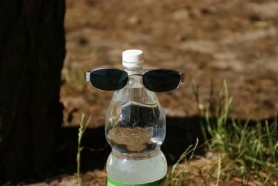 Si estás pensando en reutilizar la botellita de agua de tu tesoro. . . ¡huélela! y esa idea desaparecerá para siempre.