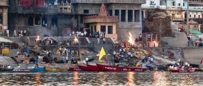 Ritual de las cremaciones en el Ganges I Benarés - Pasaporte Nómada