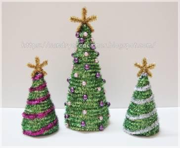 Arbolitos de Navidad en Porexpan, Limpiapipas y Abalorios