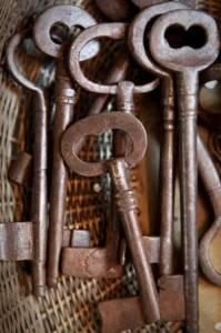 Tutorial de Artesania: Manualidades con llaves viejas
