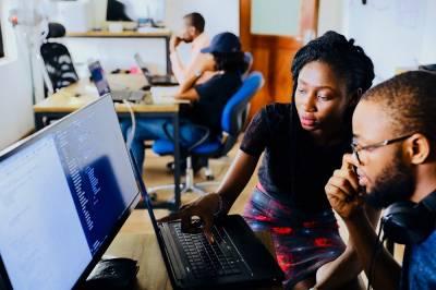 20 trabajos para estudiantes universitarios a tiempo parcial