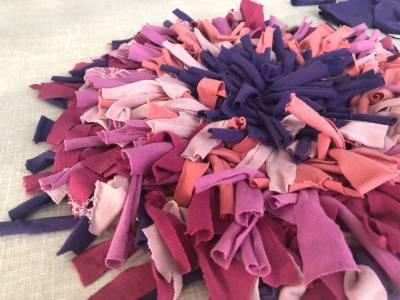 Haz una alfombra usando camisetas viejas | Mamá y 1000 cosas más