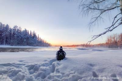 Senderismo En Invierno En El Área Del Círculo Polar Ártico De Rovaniemi - Los Confines Del Hemisferio Norte