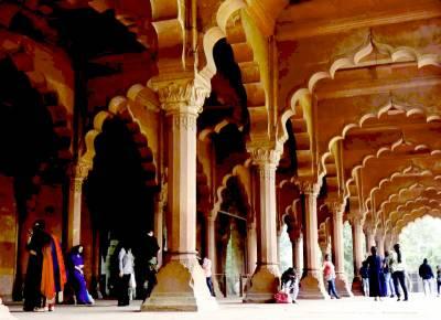 El Fuerte De Rojo De Delhi, Monumento Emblemático De La Capital India