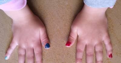 Miércoles Mudo: Vivan las uñas de colores