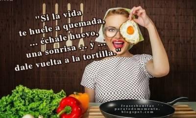 Si la vida te huele a quemada, échale huevo, una sonrisa y dale vuelta a la tortilla
