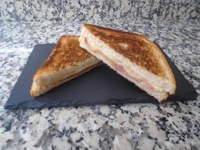 Sandwich de bacon con compota de manzana