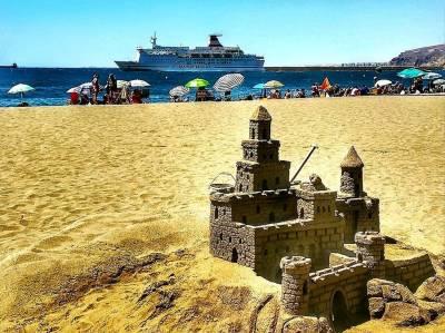 La playa de Almería tiene alma zapillera