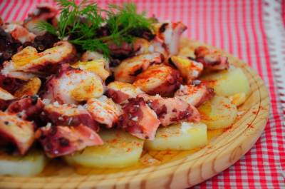 Receta original de pulpo a la gallega con patatas - España viajar con niños