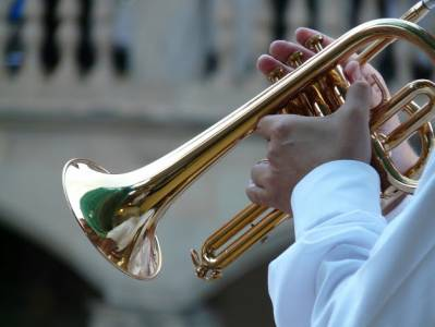 Y dale con la trompetita