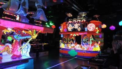 Robot Restaurante, un lugar 'freaky' de Tokio...
