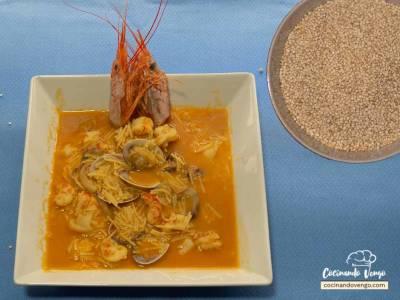 Sopa de quinoa con almejas y gambas | Cocinando Vengo