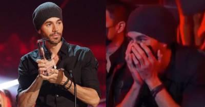 Enrique Iglesias recibe premio en los Premios Billboard 2020