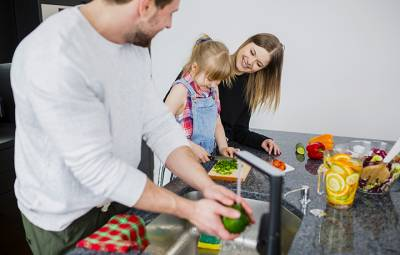 Convivencia familiar: consejos para que los niños colaboren en casa