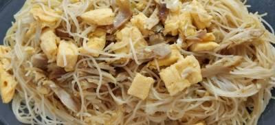 noodles (fideos de arroz) al curry