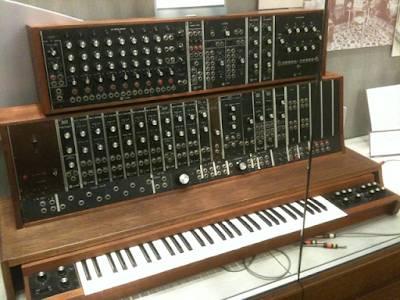 1964: El alumbramiento del sintetizador Moog