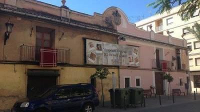 COSAS DE HISTORIA Y ARTE: La casa de Teodoro Llorente Olivares en La Puebla de Vallbona (Valencia)